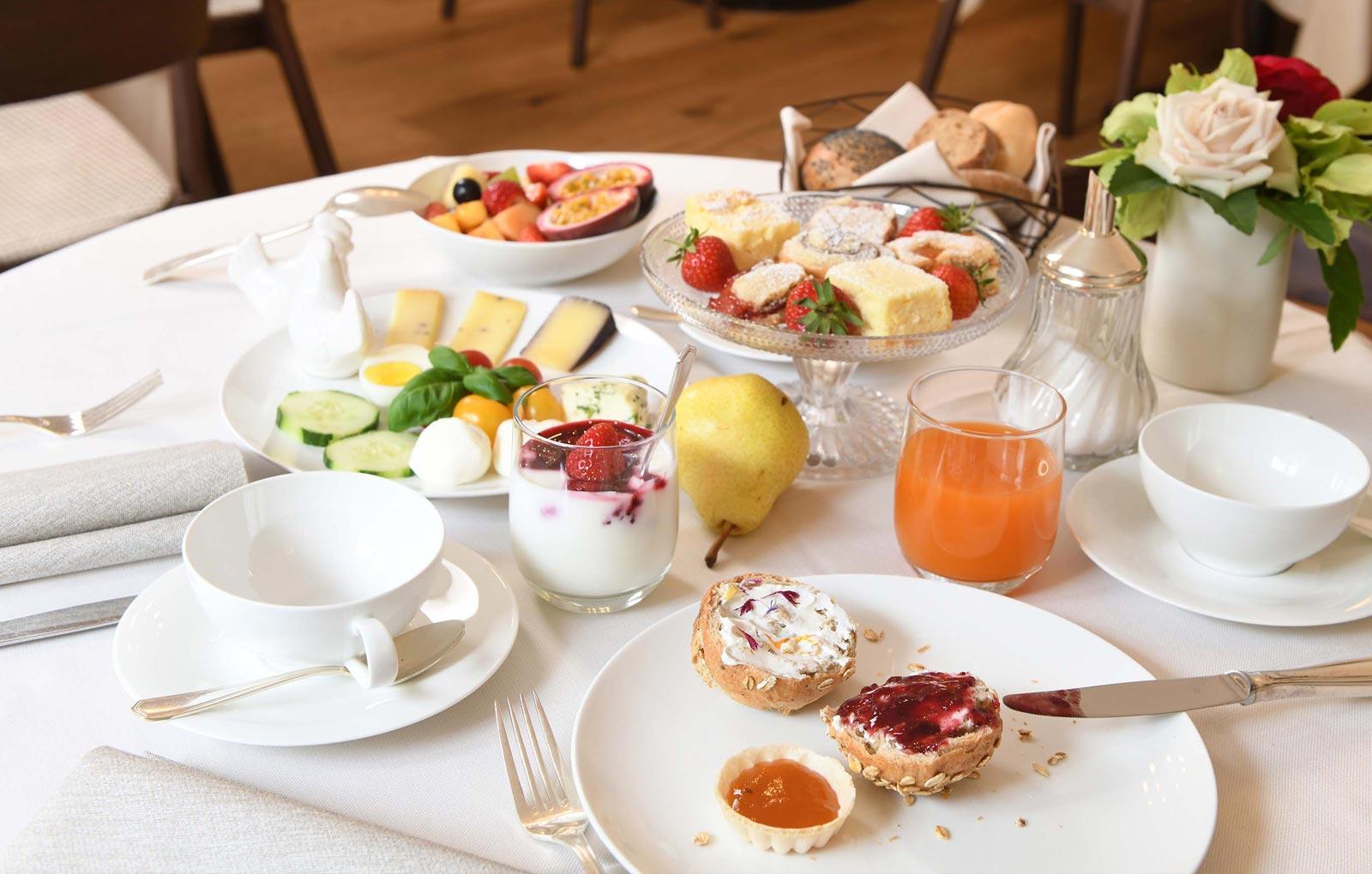 Frühstück im Pünthof Algund